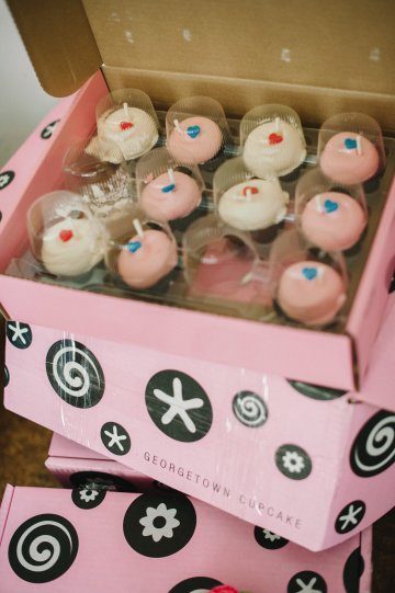 DC Cupcake yum-yums!!http://aprilandpaul.com/